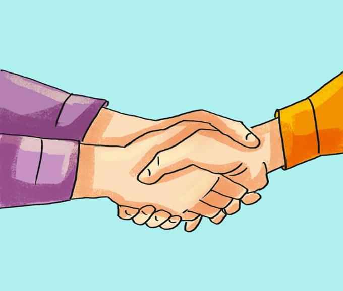 <p> <strong>11. Bắt tay</strong><br /> Trong giao tiếp, nếu một người dùng hai bàn tay nắm lấy tay bạn, điều này cho thấy họ đặt niềm tin ở bạn rất cao.</p>