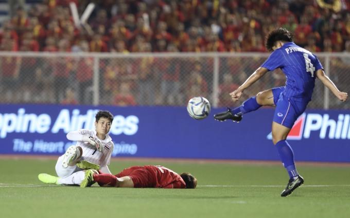 <p> Hình ảnh nữ tuyển thủ Việt nằm trên sân khiến người hâm mộ không khỏi xót xa.</p>