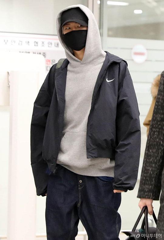Yoona tóc xù đáng yêu, BTS che kín ở sân bay - 5