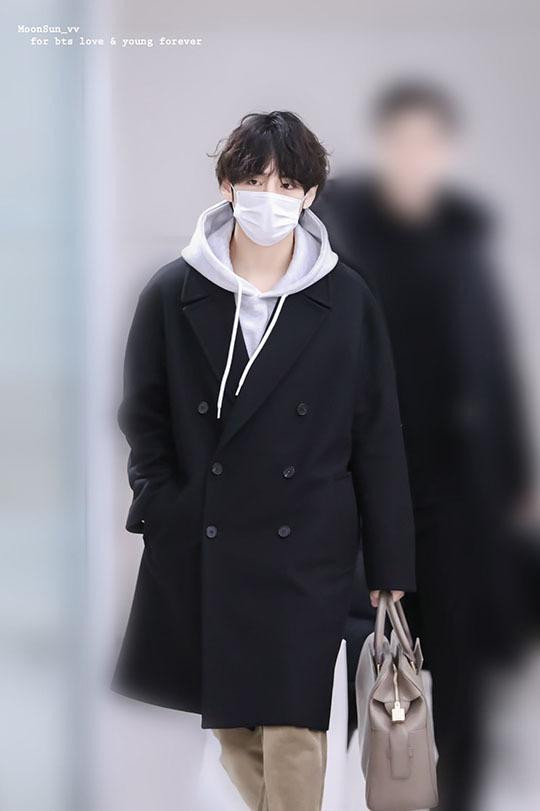 Yoona tóc xù đáng yêu, BTS che kín ở sân bay - 8