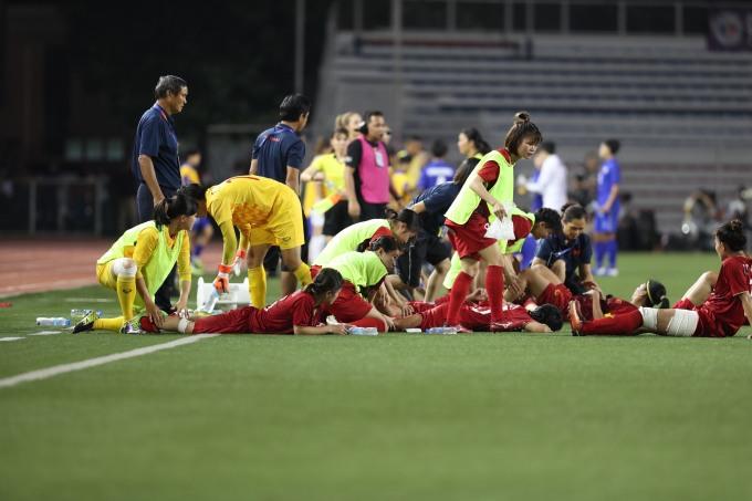 <p> Đáp trả những sức ép mỗi lúc một gia tăng của Thái Lan, các cô gái áo đỏ vẫn chiến đấu kiên cường, bất chấp thể lực cạn kiệt.</p>