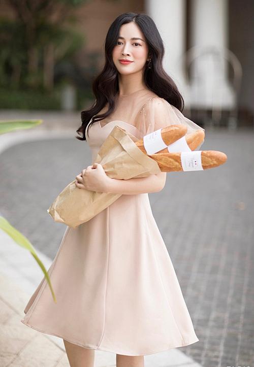 Không có ê-kíp riêng, Mai Thanh Hà tự định hình phong cách. Cô cho biết bản thân tự tin với gu thẩm mỹ cá nhân.