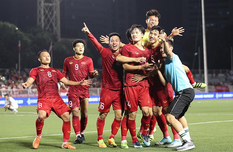 U22 Việt Nam ăn mừng sau khi thắng Indonesia ở vòng bảng. Ảnh: Đức Đồng.