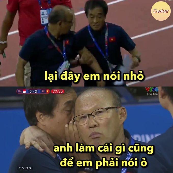 """<p> Trợ lý Lee như thường lệ lại sắm vai trưởng ban hòa giải. Tại vòng loại World Cup 2022, trong trận đối đầu Thái Lan, thầy Lee cũng phải đảm nhiệm """"trọng trách"""" này khi HLV Park đòi lao vào thua đủ với Sasa Todic vì bị miệt thị ngoại hình.</p>"""
