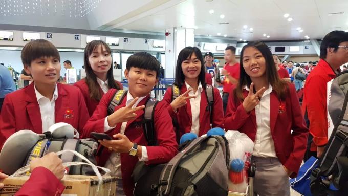 <p> Tuyển nữ Việt Nam cũng đánh bại Thái Lan để lần thứ 6 vô địch SEA Games. Dự kiến, đội tuyển nữ và nam sẽ cùng đáp chuyến bay về Hà Nội lúc 18h05 ngày 11/12.</p>
