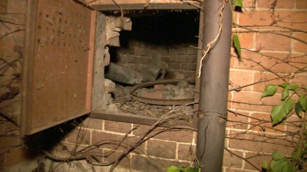 Hốc tường nơi người làm vườn phát hiện bức tranh bị mất trộm gần 23 năm trước. Ảnh: RAI TV.