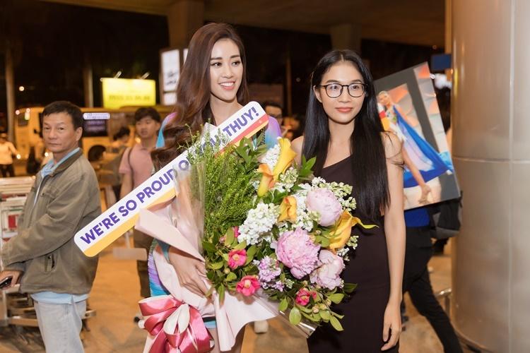 Khánh Vân chụp hình cùng Hoàng Linh - em gái Hoàng Thùy. Hoàng Linh từng dự thi Hoa hậu Hoàn vũ Việt Nam nhưng bị loại từ sớm.
