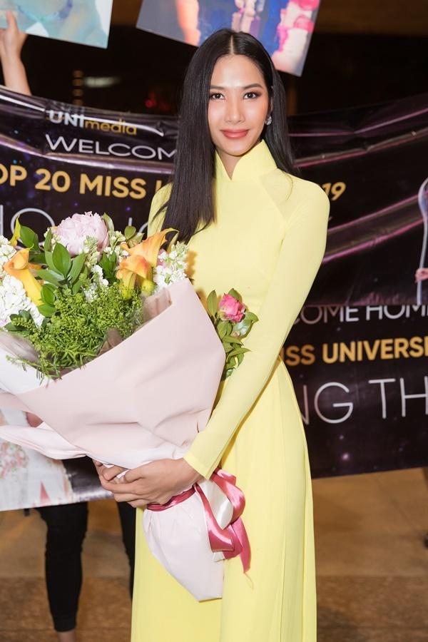 Hoàng Thùy cho biết cô bị cảm lạnh sau đêm chung kết Miss Universe. Hành trình thi Hoa hậu Hoàn vũ của cô không dễ dàng. Cô đấu tranh với bản thân rằng ở lại Việt Nam chờ đợi cơ hội thi nhan sắc thế giớihay quay lại thị trường quốc tế vì cô đã 26 tuổi, không có nhiều thời gian. Mãi đến tháng 4/2019, cô mới được công bố đề cử là đại diện Việt Nam thi Miss Universe.