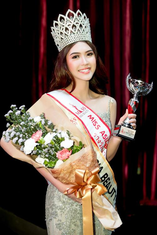 Năm 2017, Tường Linh bất ngờ đăng quang Hoa hậu cuộc thi Miss Asia Beauty tổ chức tại Thái Lan. Cô là người đẹp Việt đầu tiên đăng quang tại một cuộc thi sắc đẹp quốc tế trong năm 2017.