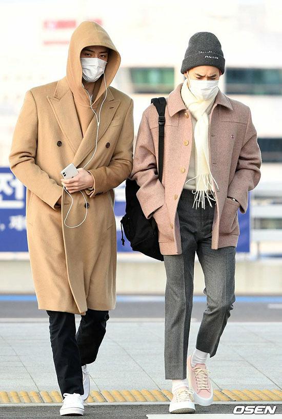 Jung Kook gây bão khi khoe chân dài ở sân bay - 10
