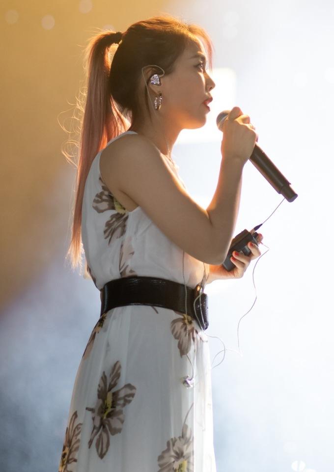 """<p> So Hyang chia sẻ: """"Tôi có nghe Trấn Thành giới thiệu về các giọng ca diva, danh ca trong đêm diễn lần này của mình. Đây là lần đầu tiên tôi được hát cùng nhiều ca sĩ Việt Nam như vậy. Tôi hy vọng những tiết mục của mình và mọi người sẽ thực sự trọn vẹn"""", cô chia sẻ.</p>"""