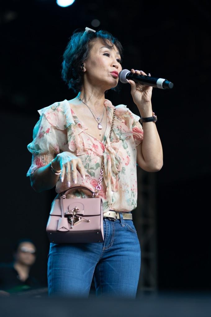 <p> Danh ca Khánh Hà cũng sẽ góp mặt tại đêm nhạc.</p>