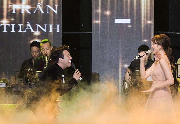 Trấn Thành đảm nhận vai trò MC. Nam nghệ sĩ còn đảm nhiệm vai trò mở màn đêm diễn qua ca khúc New tyork new york's mở màn cho concert. Sau đó, anh cùng vợ - nữ ca sĩ Hari Won song ca ca khúc Greatest love of all.