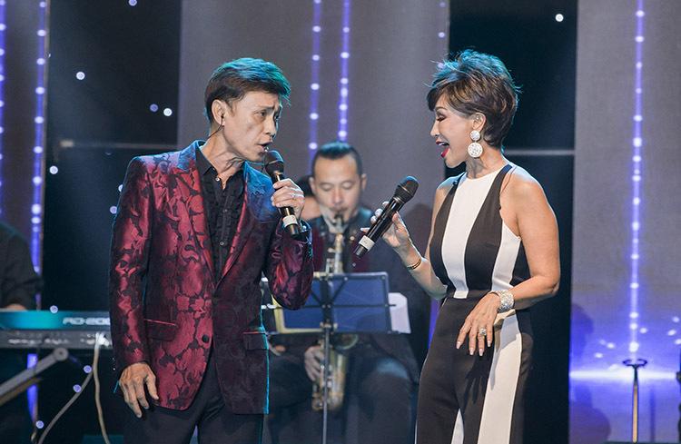 Danh ca Tuấn Ngọc cũng là khách mời được chú ý. Sau phần đơn ca, Tuấn Ngọc kết hợp cùng em gái Khánh Hà trong liên khúc nhạc Vũ Thành An.