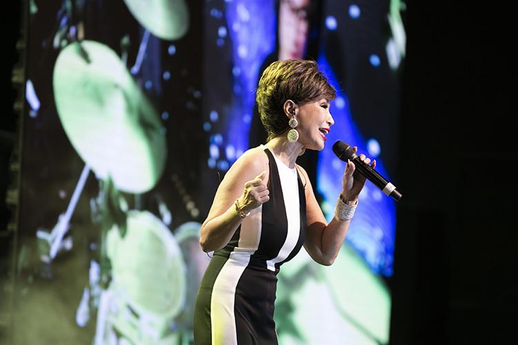 Được sắp xếp xuất hiện ở gần cuối chương trình, Khánh Hà với thế mạnh dòng nhạc tình và các ca khúc Pháp là một gam màu riêng biệt của concert. Ở tuổi 67, nữ danh ca thừa nhận sức khỏe không cho phép cô cháy hết mình với đam mê như thuở trẻ.