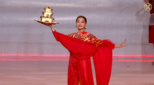 Trong đêm chung kết Miss World, diễn ra tối 14/12 (giờ Hà Nội), Lương Thùy Linh chọn điệu múa mâm vàng - loại hình diễn xướng dân gian liên quan đến tín ngưỡng thờ Mẫu, xuất hiện gần cuối trong màn đồng diễnDances of the world.