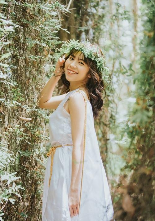 Kim tên thật Đậu Thị Kim Hoàn, sinh năm 1993, đảm nhận vai trò main dance.