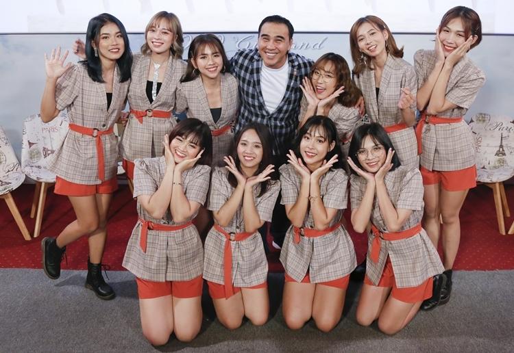 Nam nghệ sĩ cho biết đã thương thảo thành công những khoá huấn luyện ở Nhật Bản cho O2O thời gian tới. Girl Band sẽ đẩy mạnh hình ảnh bằng việc tung ra sản phẩm liên tục và tham gia truyền hình thực tế (Trại huấn luyện vui nhộn, Giải mã tình yêu) hay đóng sit com (Người thứ ba). Nhóm hướng tới phát triển theo mô hình hướng đến quốc tế. Các sản phẩm của nhóm ngoài tiếng Việt sẽ được thực hiện các phiên bản  tiếng Anh, tiếng Tây Ban Nha.