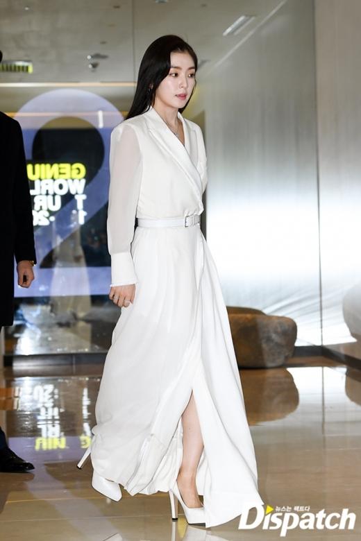 Chiếc giày cao gót khủng không làm khó được Irene. Fan gọi đây là một trong những outfit đẹp từ đầu đến chân của nữ idol trong 2019.