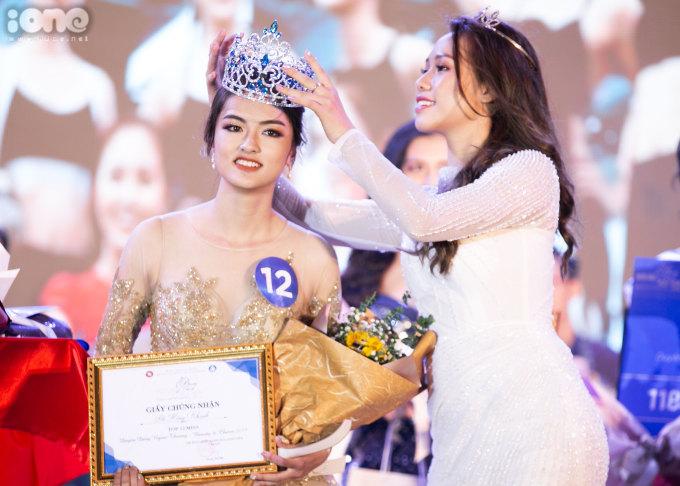 <p> Tối 15/12, Nguyễn Hà My, sinh viên lớp Anh 2 Thương mại Quốc tế K56 đăng quang cuộc thi Duyên dáng Ngoại thương - Beauty and Charm 2019.</p>