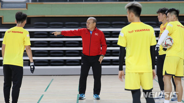 U23 Việt Nam đang tập huấn tại Hàn Quốc từ ngày 14/12 và dự kiến lưu lại đây khoảng một tuần. Đây là đợt tập trung ở nước ngoài duy nhất, trước khi thầy trò Park Hang-seo dự vòng chung kết U23 châu Á 2020 diễn ra ở Thái Lan.