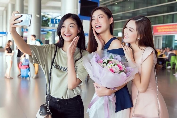 Ba người đẹp thân nhau từ cuộc thi Miss World Vietnam khi giành ba ngôi vị cao nhất. Kiều Loan - Tường San trước đó cũng lọt top cao tại hai đấu trường nhan sắc quốc tế khác.