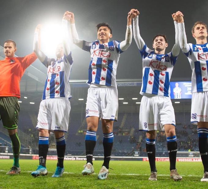 <p> Ông Jansen kiên quyết không thay đổi đội hình kể từ hai trận gần đây. Những ngôi sao như Van Bergen, Odgaard, Ejuke hay cầu thủ đá ở vị trí của Văn Hậu - Sheral Floranus - được tung ra sân ngay từ đầu.</p>