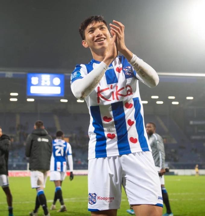 <p> Văn Hậu phải nhận một thẻ vàng ở phút 90+2. Nhưng điều này không ảnh hưởng đến cầu thủ Việt Nam hay đội bóng Hà Lan.</p>
