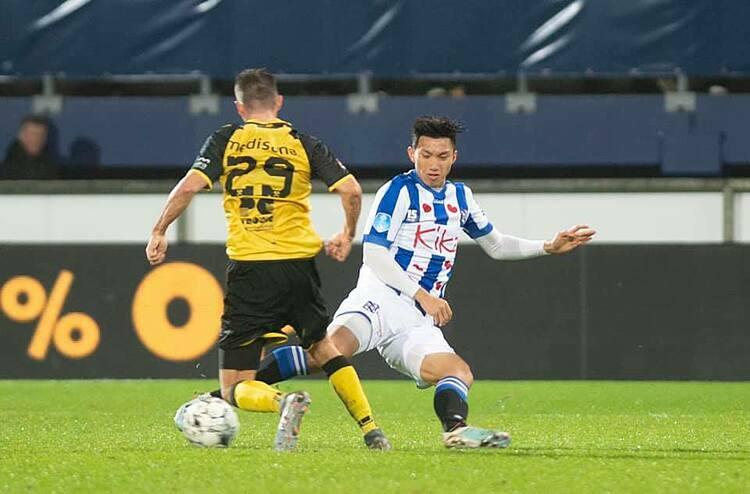 Văn Hậu ra mắt đội một Heerenveen. Ảnh: SC Heerenveen.