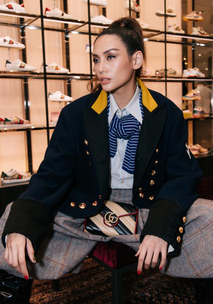 <p> Võ Hoàng Yến lên đồ theo phong cách menswear cá tính.</p>
