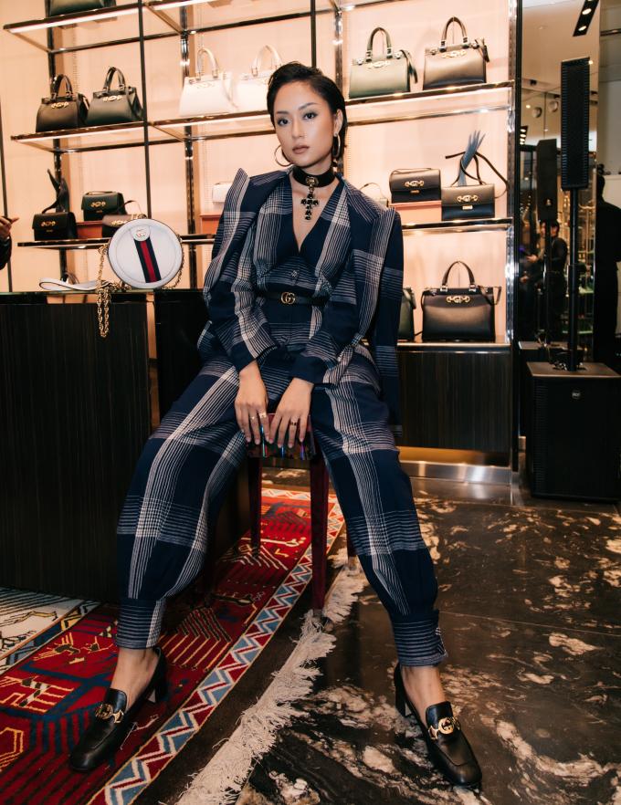 <p> Thu Anh The Face cũng chọn tông xanh hot trend làm chủ đạo cho diện mạo lần này.</p>