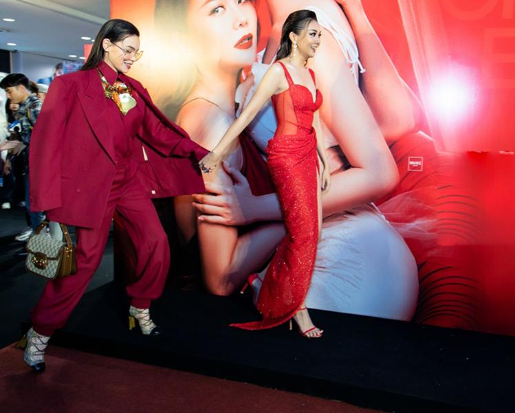 Song Hà chụp ảnh chị chị em em với Thanh Hằng - 4