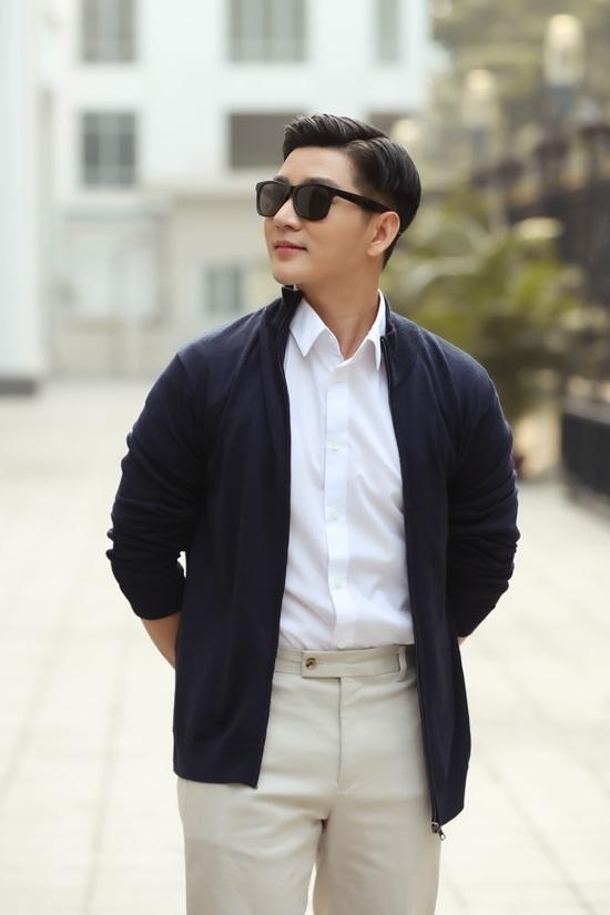<p> Phong cách này vừa lịch lãm, vừa chỉn chu, thường được các thần tượng Hàn Quốc áp dụng trong những ngày cuối thu, đầu đông.</p>