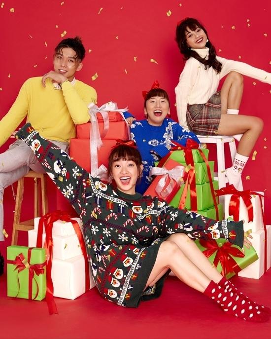 Hội diễn viên toàn trai xinh gái đẹp gồm Kaity Nguyễn, Trang Hý, Trịnh Thảo, Soho quây quần với nhau để ôn lại kỷ niệm buồn suốt một năm qua dịp cuối năm. Họ thực hiện bộ ảnh Noel vui nhộn, nhiều màu sắc.