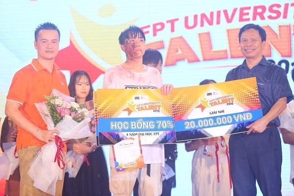 Dương Way là thí sinh đầu tiên trong lịch sử Học bổng tài năng Đại học FPT 2019 nhận liên tiếp bốn giải thường bao gồm: Giải Nhì, Online, Thí sinh phong cách nhất và Tiết mục sáng tạo và nhận học bổng 70% kèm theo phần thưởng từ Đại học FPT.