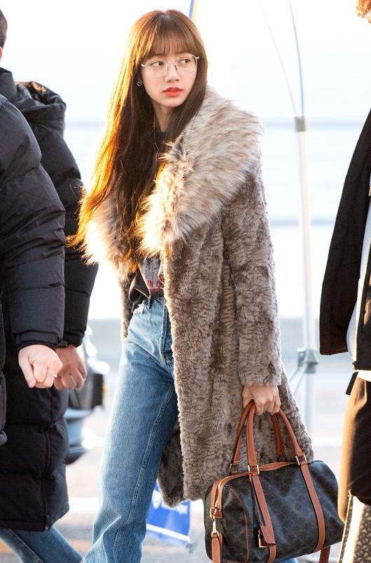 Nàng thơ mùa đông Lisa khoe visual rạng ngời tại sân bay