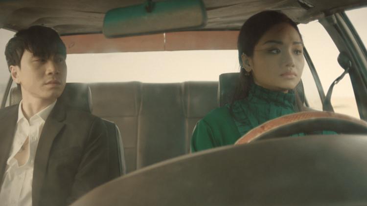 Karik và Miu Lê diễn xuất trong MV.