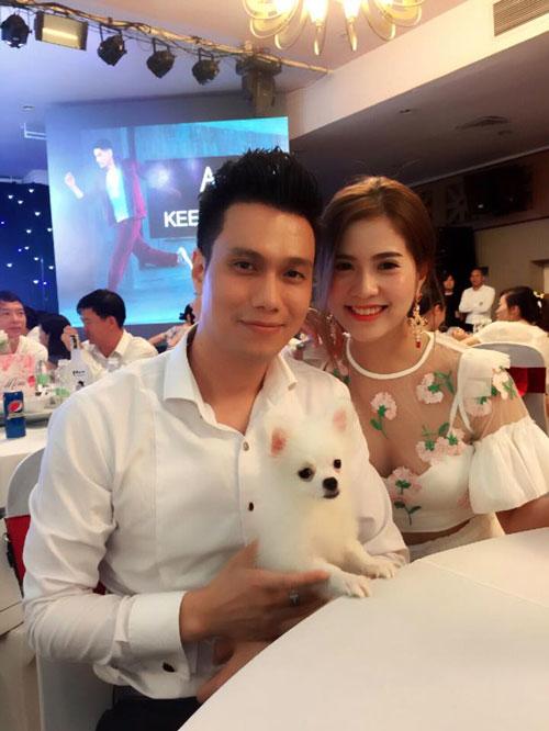 Chú cún dòng poodle, tên Curly từng được Việt Anh và vợ cũ Hương Trần mang đi sự kiện.
