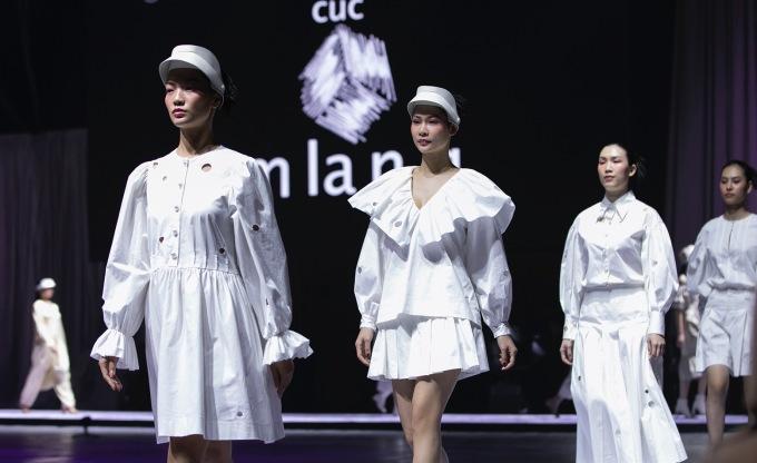 <p> BST gồm 40 thiết kế của Nguyễn Công Trí được lấy cảm hứng từ những người phụ nữ thanh lịch, tinh tế, trí tuệ.</p>