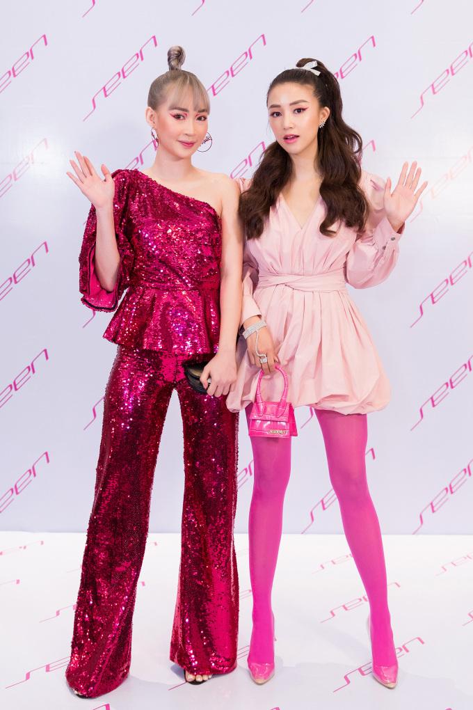 <p> Sun Ht và Sa Lim cũng thuộc hội bạn thân của Quỳnh Anh Shyn. Hai hot girl Hà thành diện đồ hồng rực lạ mắt.</p>