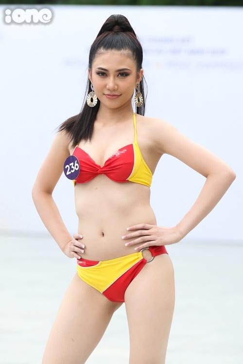 Thí sinh Trần Thị My đến từ Bạc Liêu lộ phần eo thô. Chiều cao của cô cũng khá khiêm tốn. Cô sở hữu số đo 81-63-89 cm.