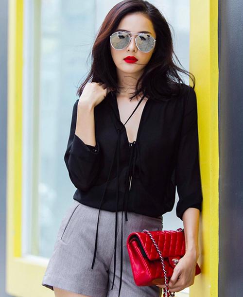 Túi chần quả trám có thể mang đến sự thanh lịch nhất cho các cô gái, Karl Lagerfeld nói. Đây cũng là lý do nó được ưa chuộng để diện cùng những bộ cánh cổ điển. Đây cũng là một trong những dòng túi phổ biến nhất trong Vbiz.