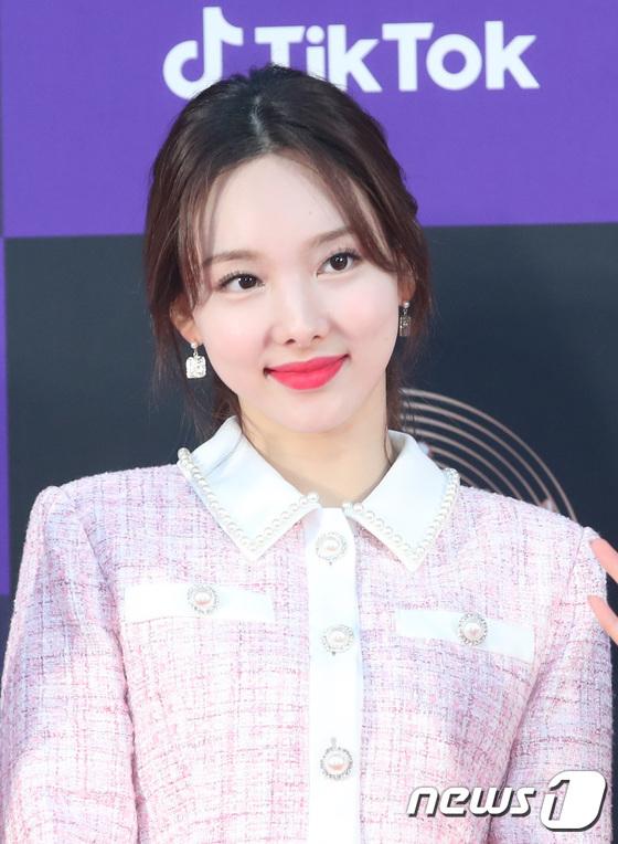 Na Yeon đốn tim fan với vẻ ngọt ngào, làn môi căng mọng.
