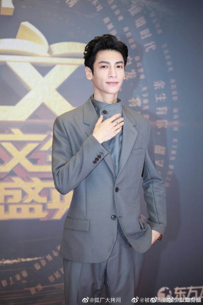 <p> Lan Vân Hy đã ngoài 30 nhưng vẫn rất trẻ trung. Tuy nhiên, người hâm mộ lo lắng vì anh quá gầy.</p>