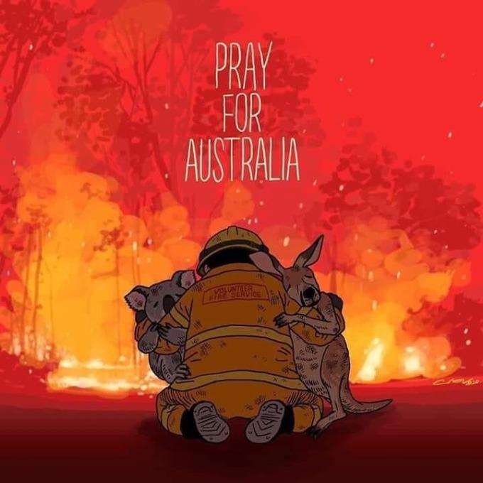 """<p> Thảm họa cháy rừng ở Australia kéo dài đã 3 tháng. Mức độ khốc liệt của các vụ cháy được Bộ trưởng Giao thông Vận tải Andrew Constance so sánh với """"một quả bom nguyên tử"""". Trên Twitter, hashtag #prayforaustralia (cầu nguyện cho Australia) đang rất phổ biến với hàng triệu bài đăng.</p>"""