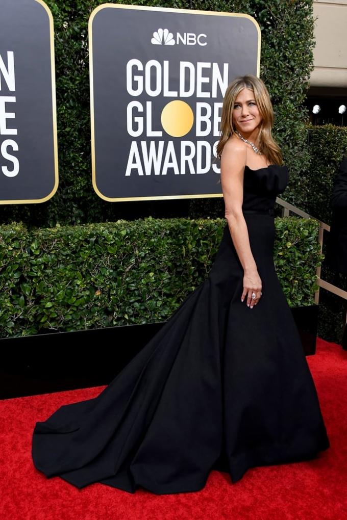<p> Chiếc đầm quây đen Dior và trang sứcFred Leighton giúp Jennifer Aniston gợi cảm vừa đủ, giữ được nét thanh lịch.</p>