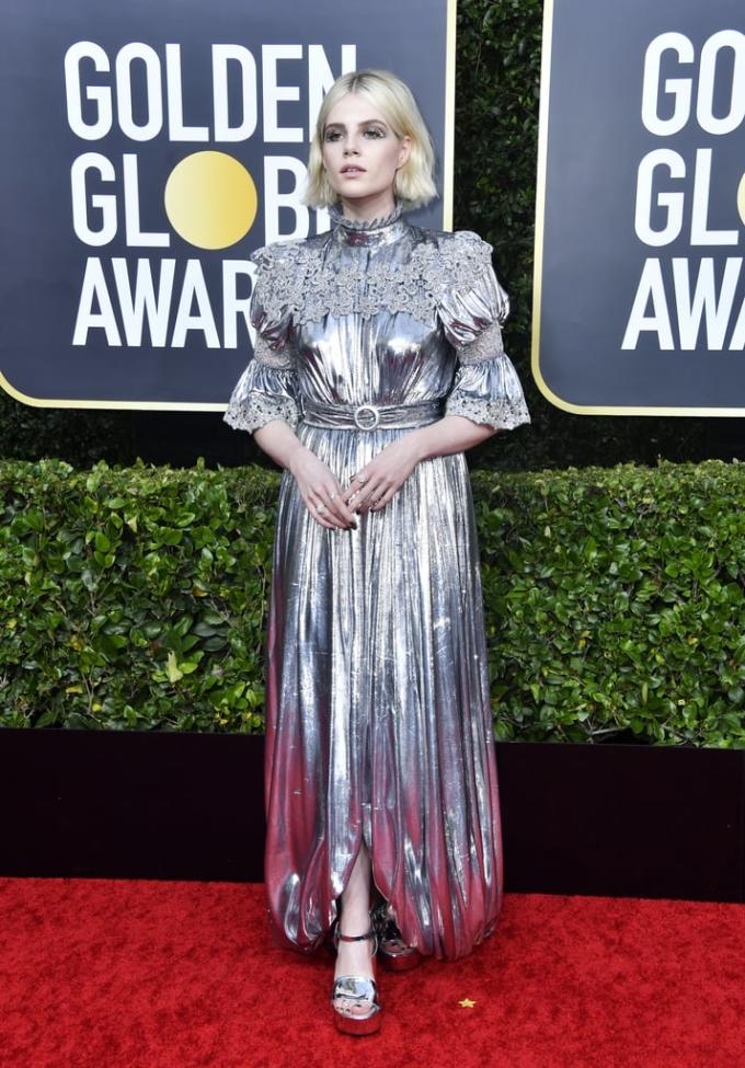 <p> Lucy Boynton diện bộ đầm metallic lấp lánh của Louis Vuitton.</p>