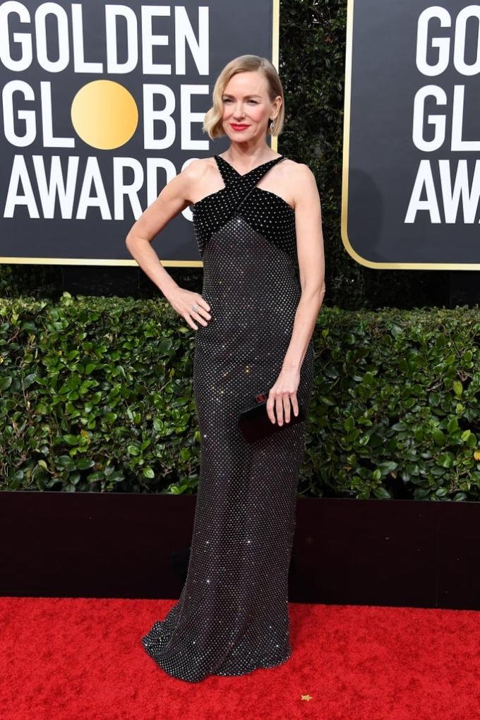 <p> Naomi Watts diện váy đính kim sa lung linh như bầu trời sao.</p>