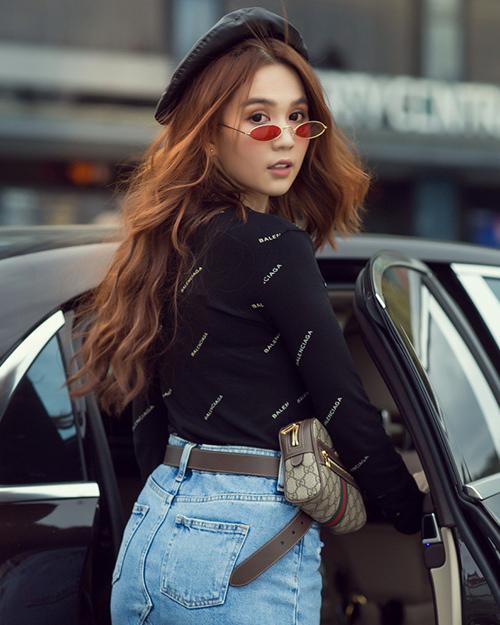 Trong những lần ra phố gần đây, Ngọc Trinh tích cực lăng xê những cách ăn mặc cá tính và lối làm đẹp kiểu Âu Mỹ.