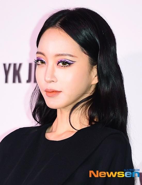 Han Ye Seul có style trang điểm mắt độc đáo.
